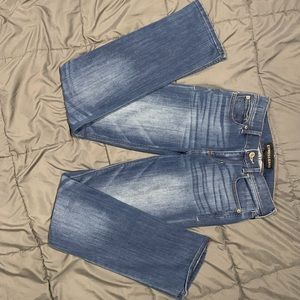 BARELY BOOT MID RISE BLUE JEANS